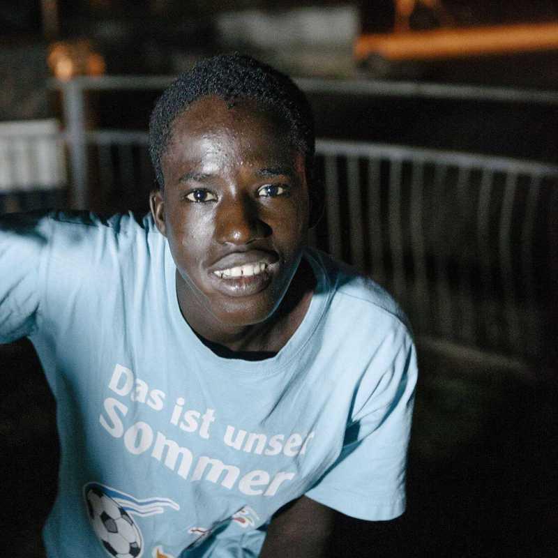Ishmael bei Nacht auf den Straßen von Freetown
