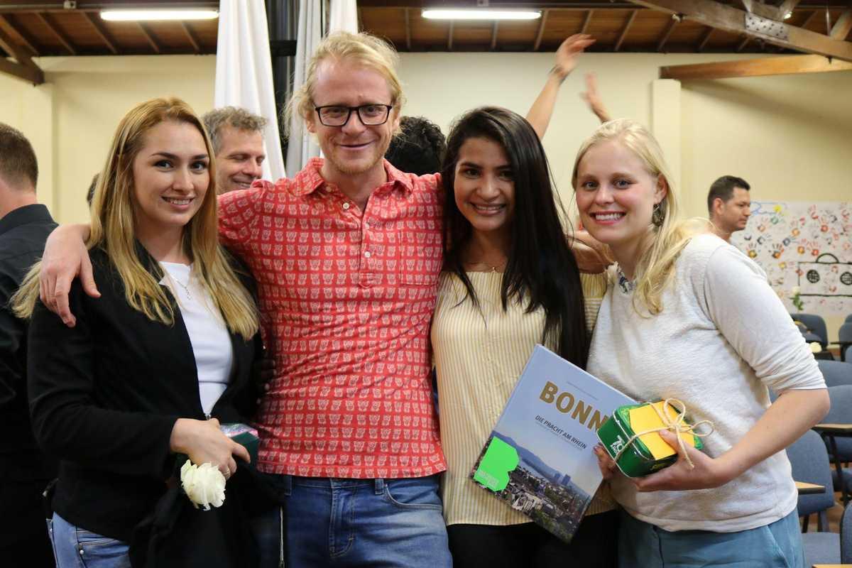 Tanzlehrerin Laura und Regisseur Anselm mit den Don Bosco Koordinatorinnen Edna und Friederike