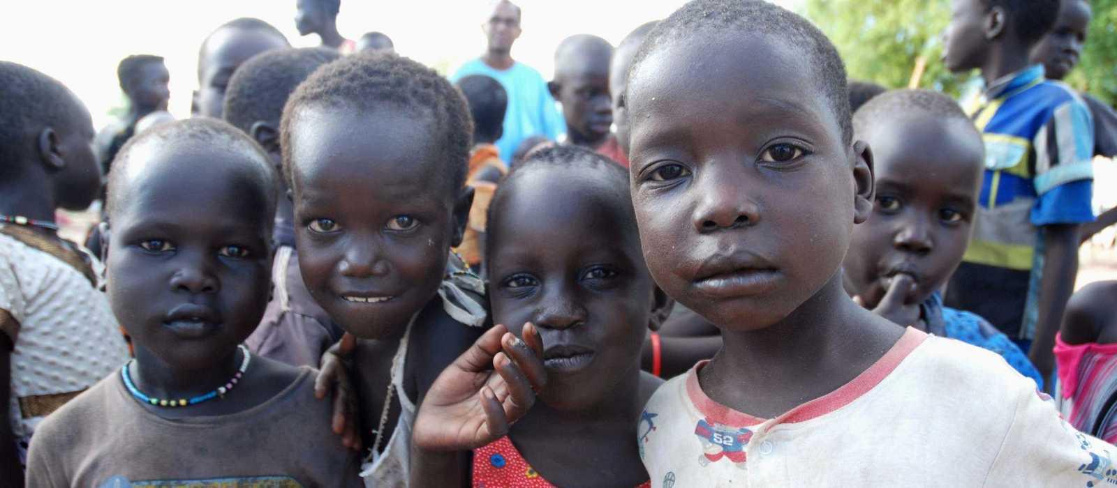 Gruppe kleiner Kinder im Camp Gumbo