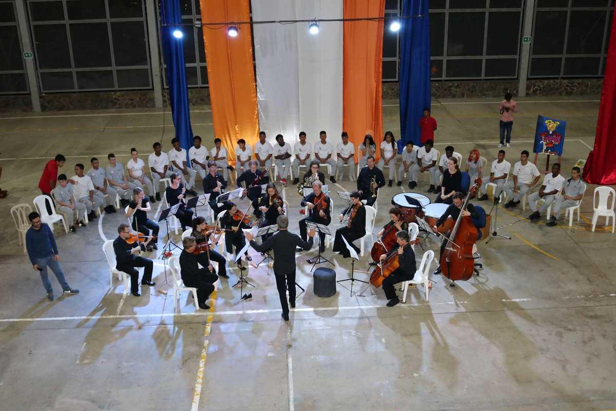 Konzert des Beethoven Orchester Bonn mit Jugendlichen in Kolumbien