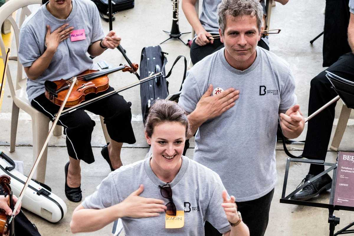Musiker des Beethoven Orchester Bonn beim Warm-Up