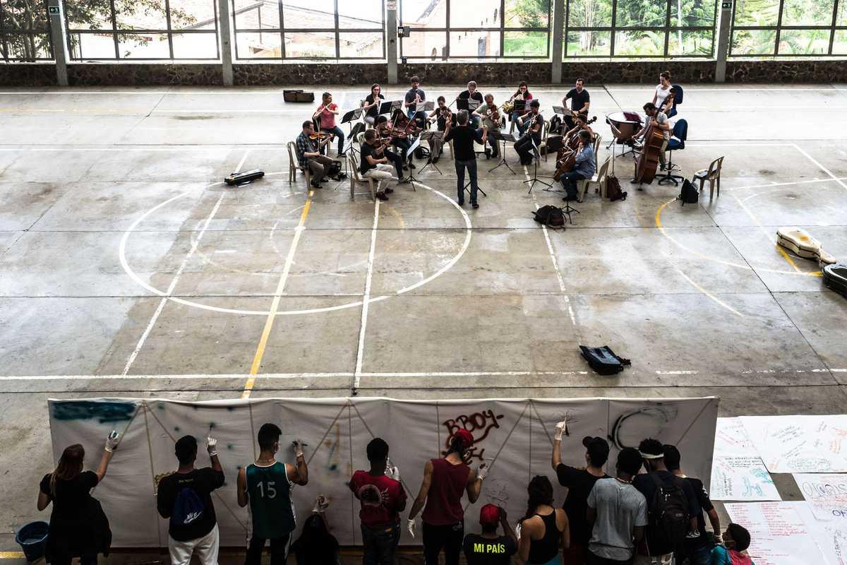 Beethoven Orchester in der Turnhalle der Ciudad Don Bosco in Medellín